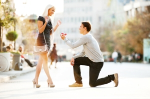 Young man proposing to a woman.