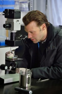 Corey Stoll as Dr. Ephraim Eph Goodweather performing tests in The Strain Season 1 Episode 2 The Box