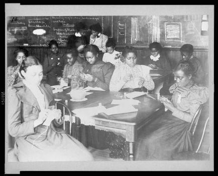 Sewing_class_at_Haines_Normal_and_Industrial_Institute,_Augusta,_Georgia_LCCN2003652513